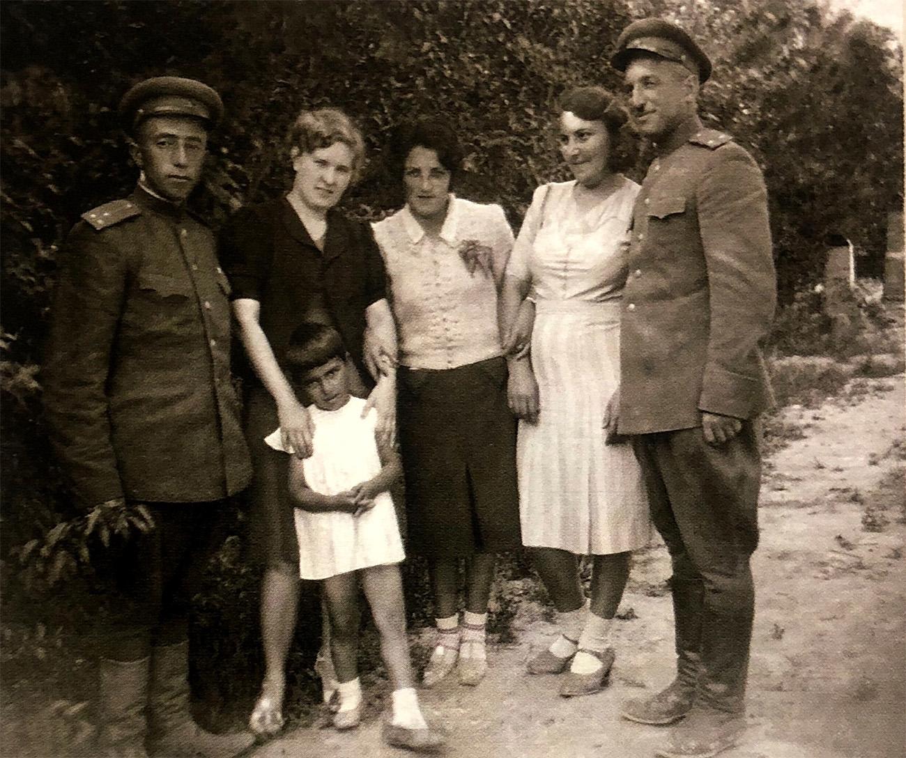 Отец Владимира - Саркис Георгиевич Григорьянц