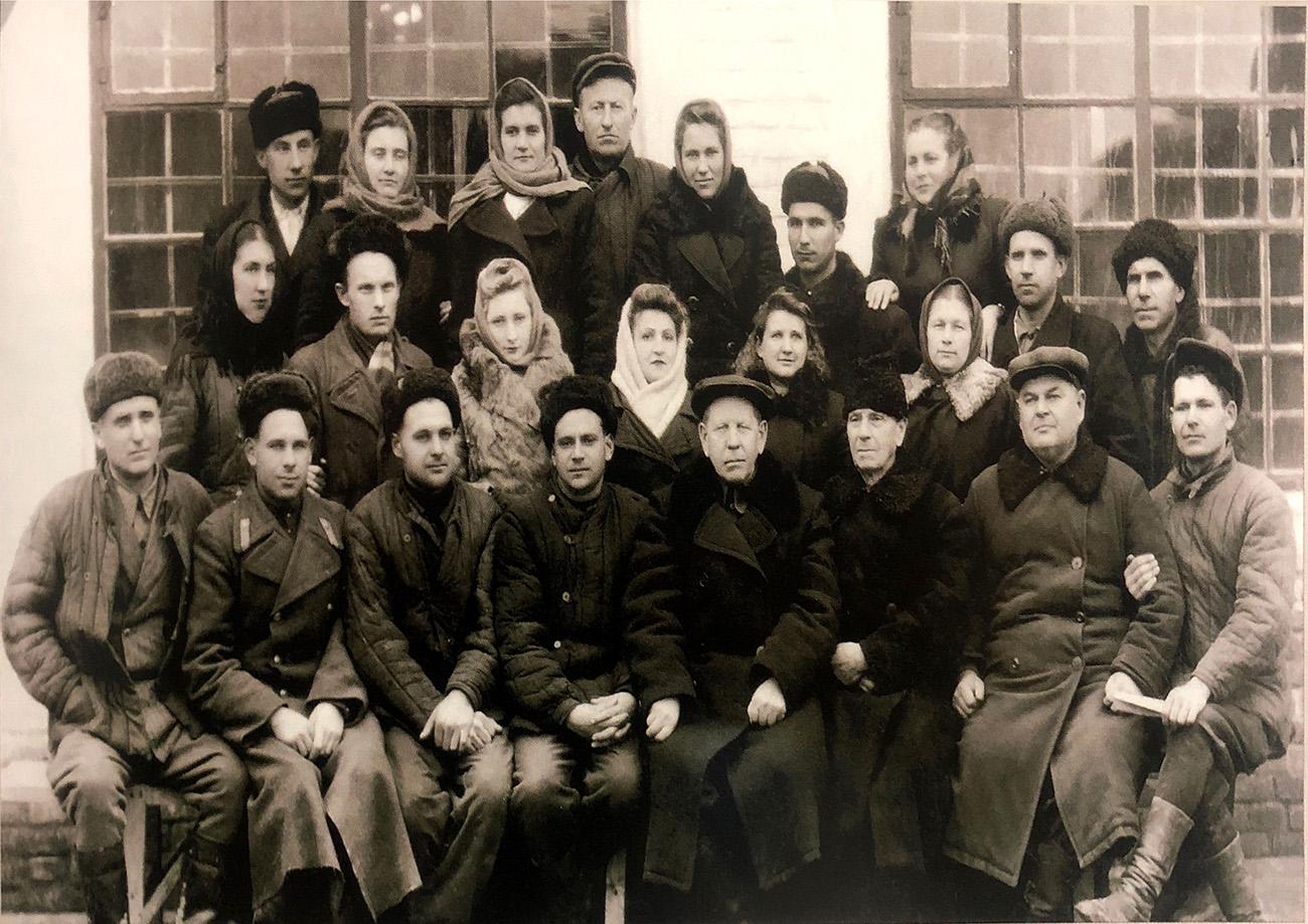 Коллектив механической мастерской старого завода. 1957 год